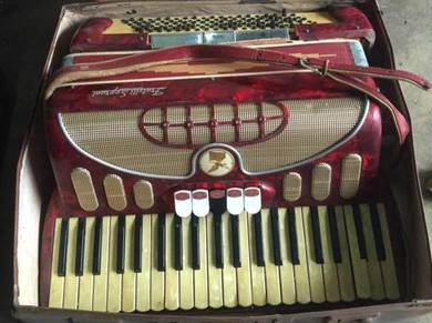 Antique - Fratelli Soprani Italy Accordian Music