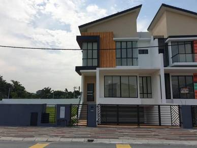 3 Storey Semi-D Cluster Corner House with big huge land at Ipoh South