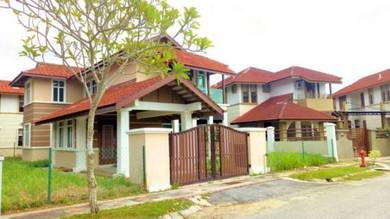 2Sty Bungalow Kota Seriemas Nilai FREEHOLD RENOVATED CANTIK