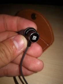 Remark bluetooth earphone