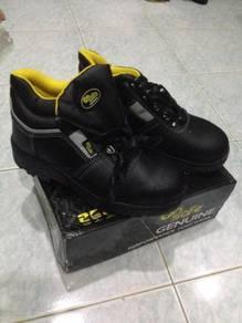 Sepsang safety shoes utk diletgo