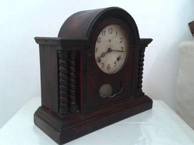 Vintage 2 holes mantle clock