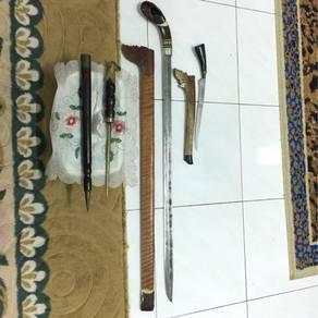 Senjata lama dan parang
