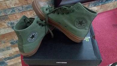 Converse size 7 all star