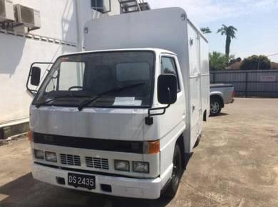 1989 Isuzu NHR Box Van