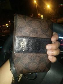 Wristle pouch