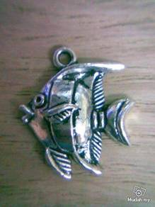 ABPSM-F015 Silver Metal Fish Pendant Necklace
