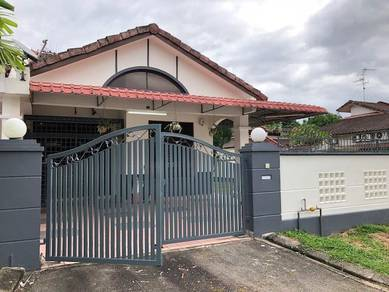 Molek Corner Lot, For Rent
