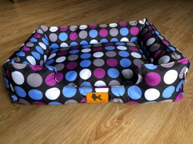 Small dogs bed, potty tray and water bottle