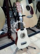 Small Acoustic Guitar (Colour: Natural)