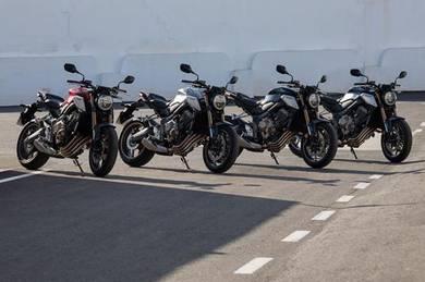 New Honda CB650R FREE GIFT ITEMS X 16