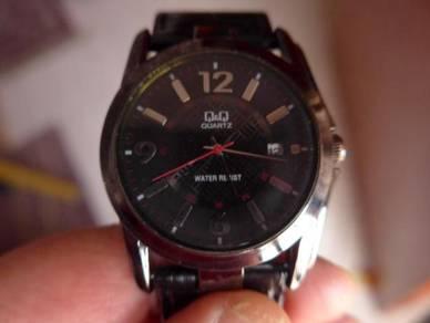 Q&Q Quartz Large Round Black Dial Watch