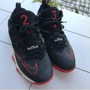 Lebron basketball shoes