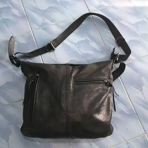Artberg leather sling bag Made in Japan