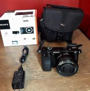 Sony Alpha a6000 Mirrorless Digital Camera + Len