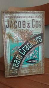Tin biskut Jacob