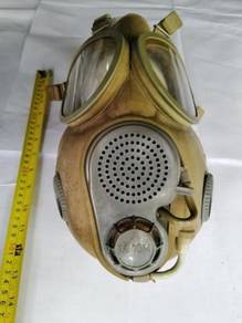 Authentic US army gas mask