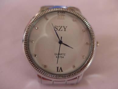 SZY Quartz Large Round White Dial Watch