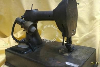 Antique Vintage Sewing Machine