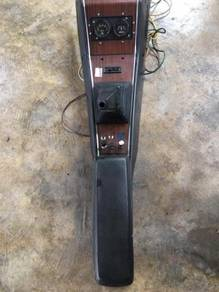 Datsun 510 sss 1800 gear console