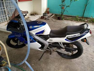 Used Yamaha TZM bike blue color