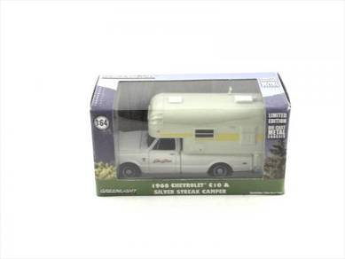 Greenlight 1968 Chevrolet C10 & Streak Camper