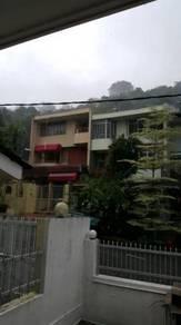 3 storey freehold corner culdesaq house. Dataran Ukay