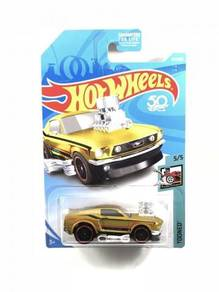 Hotwheels 2018 Tooned '68 Ford Mustang #5 Gold