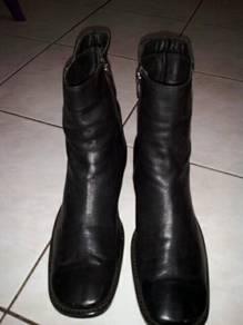 Women boots sz7