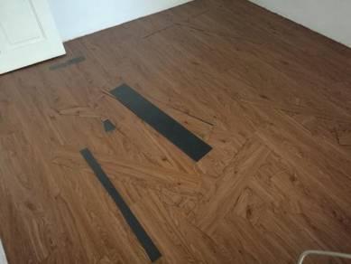 Lantai vinyl bercorak kayu