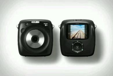 Fujifilm Instax Square SQ10 (free instant film)