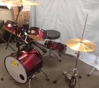 Pearl 5 Piece Rhythm Travele Drum Set