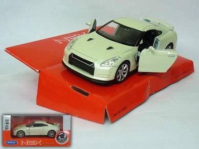 Nissan skyline GTR R35 1/38 model - white