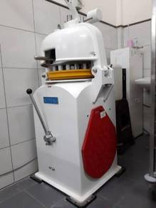 SINMAG Semi - Auto dough divider and rounder