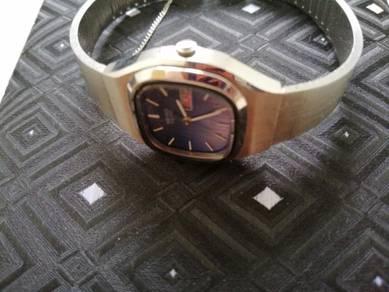 Jam tangan wanita untuk dijual