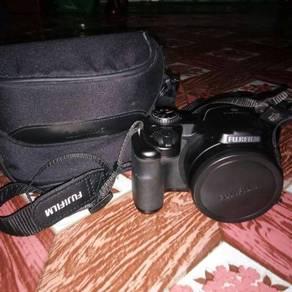 Fujifilm S8600
