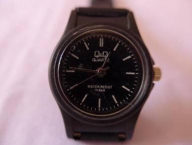 Q&Q Quartz Small Black Dial Watch for Lady or Kids