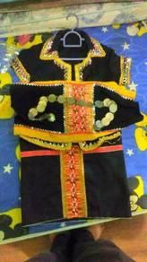 Pakaian tradisi dusun lotud (budak)