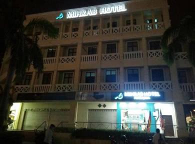 Berbaloi-baloi di Mihrab Hotel