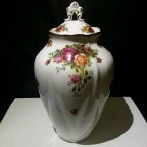 Royal Albert Old Country Roses - Ornate Vase