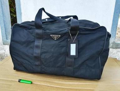 Authentic PRADA black nylon large duffel kueii