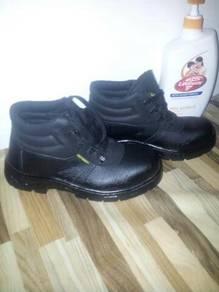 New shoes saiz numb 40/6. brand GOLD HAMMER
