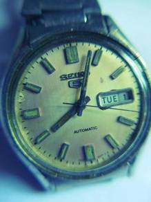 Seiko 5 Automatic 17 Jewels Round White Dial Watch