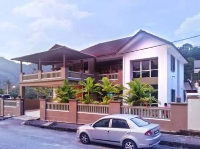No Agent Fee. Freehold 2 Storey Bungalow. Full Reno. Near Lexis Suites