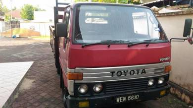 Toyota dyna 2.0petrol body kayu
