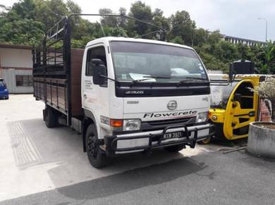 Nissan YU41T5 Wooden cargo 15-8 ft tail lift 2012
