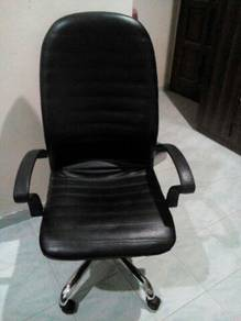 Office chair/ kerusi pejabat