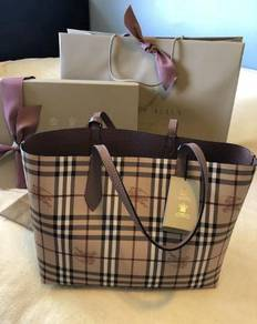 NEW Burberry Reversible Tote