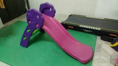 Gelongsor mainan