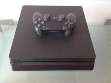 Sony PlayStation 4 Slim 500 GB - 1 Controller